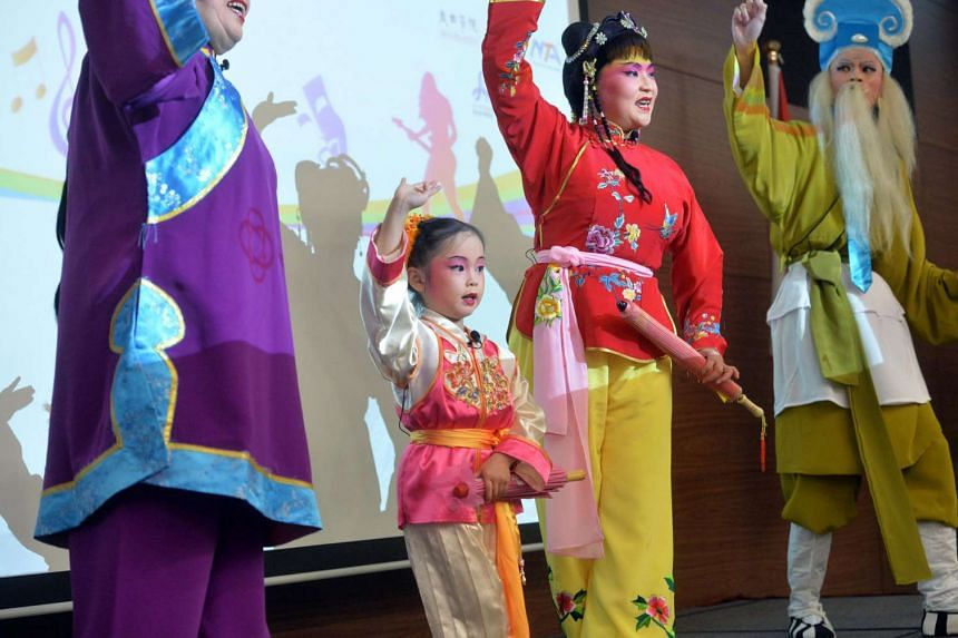 Budding four-year-old Chinese Opera performer Goh Wee-Ann (second from left) will be performing in the upcoming PAssionArts Festival 2016.