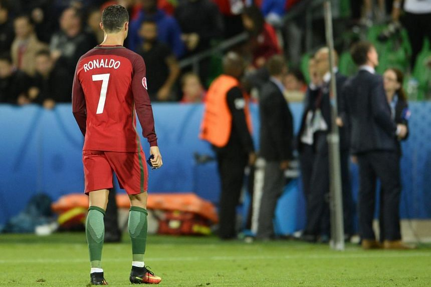 Cristiano Ronaldo leaving the pitch after the draw against Iceland.
