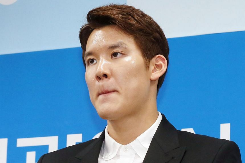 South Korean swimmer Park Tae Hwan attends a press conference to express his regret for his doping in Incheon, on May 2, 2016.