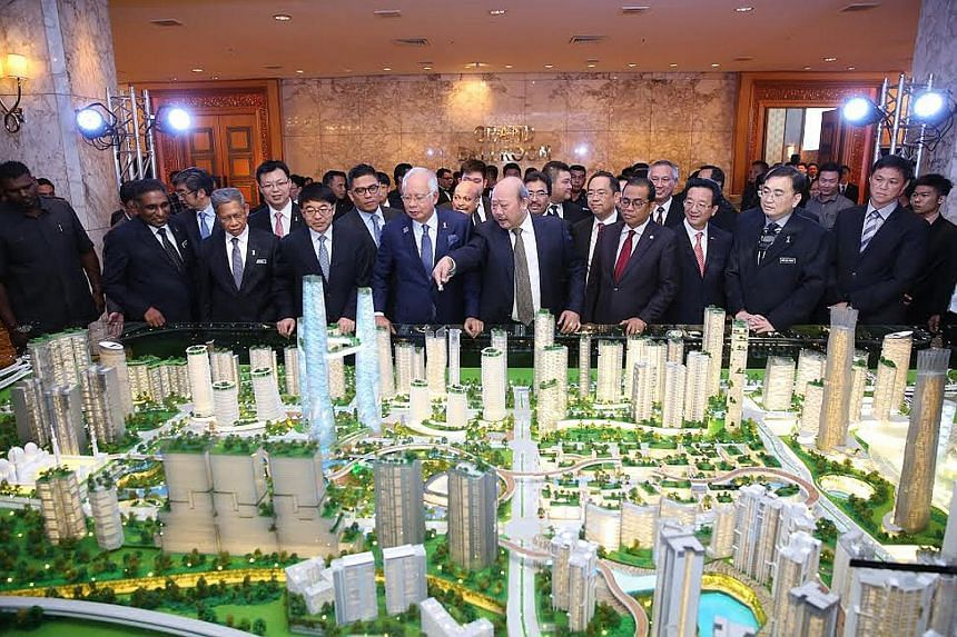 IWH executive chairman Lim Kang Hoo pointing out various features on a model of Bandar Malaysia to Prime Minister Najib Razak. The 196ha development will be home to the Malaysian terminus of the Kuala Lumpur- Singapore High Speed Rail.