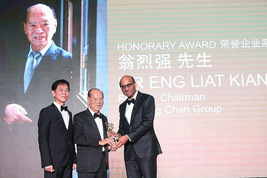 BreadTalk chairman George Quek (left) and DPM Tharman (right) with Mr Eng Liat Kiang, founder chairman of trading firm Sin Heng Chan, who received the Honorary Award at the inaugural Teochew Entrepreneur Award last night.