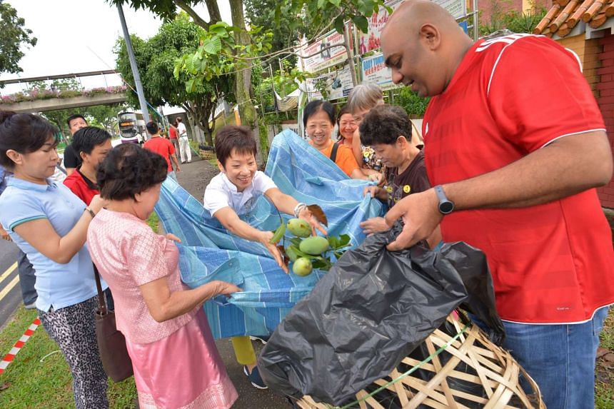 Minister for Culture, Community and Youth Grace Fu, who is MP for Yuhua, also chipped in to help.
