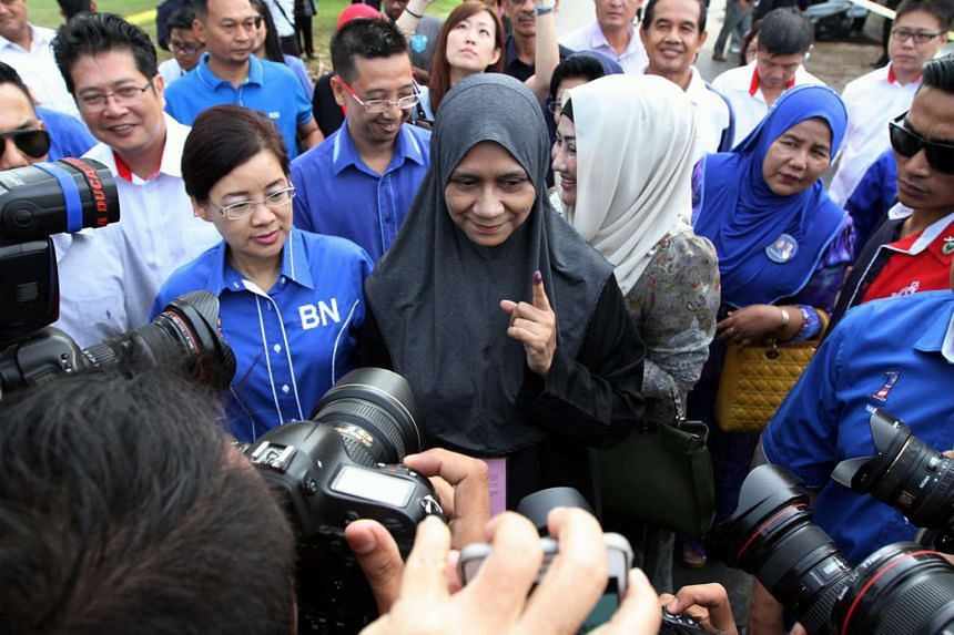 BN candidate Datin Mastura Yazid voted on the morning of the polling day at SMK Perempuan Muzwin Kuala Kangsar.