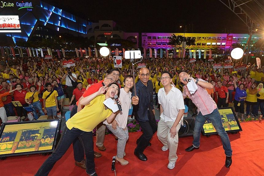 The PAssionArts Festival is back for the fifth year, and its launch drew some 3,000 residents to the open field beside Jurong East MRT station last night. The occasion prompted Deputy Prime Minister Tharman Shanmugaratnam to take a wefie with the cro
