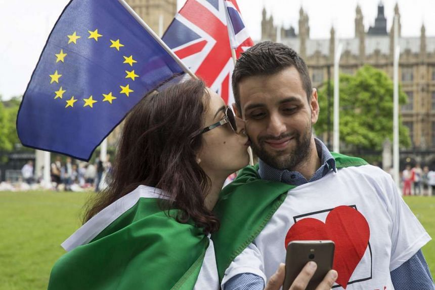 Members of the public take part in a kiss chain at a stay in, pro EU Referendum event in Parliament Square, Central London, Britain, on June 19, 2016. Britons will vote to stay or leave the European Union on June 23.