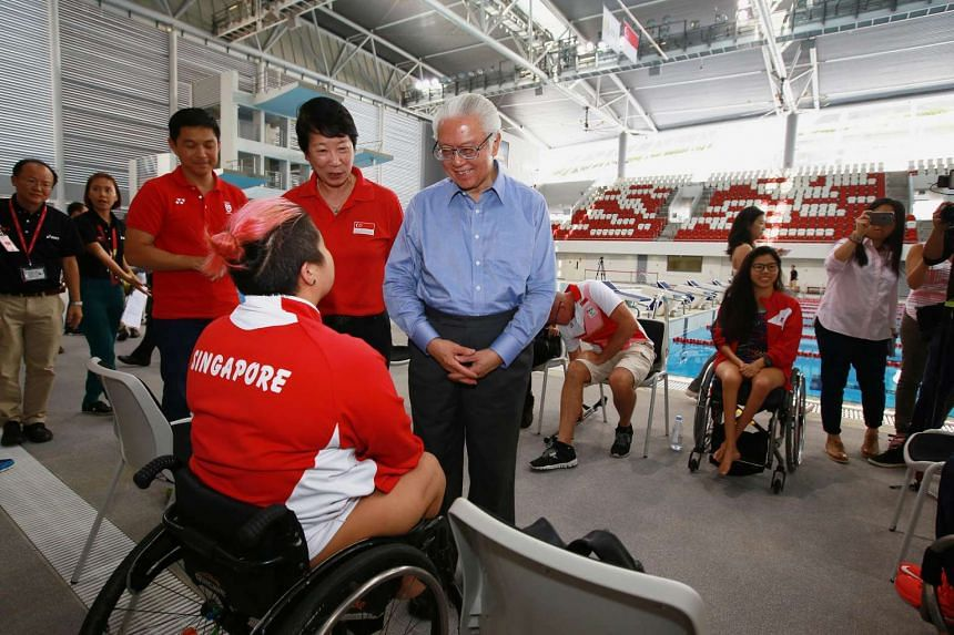 President Tony Tan Keng Yam speaking with para-swimmer Theresa Goh, on June 20, 2016.