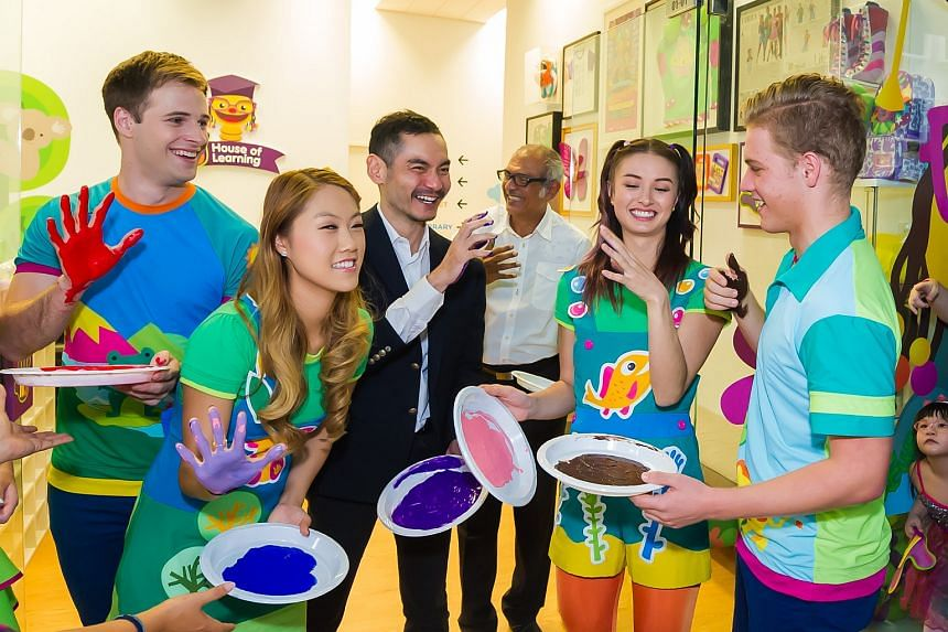 The opening saw the cast of Hi-5 leaving their handprints behind as a token for the school.