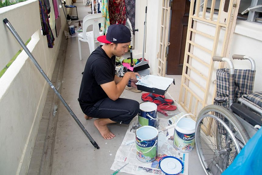 10 Muslim families living in Block 51 Marine Terrace saw their rental homes given a fresh coat of paint by student volunteers for Hari Raya next month.