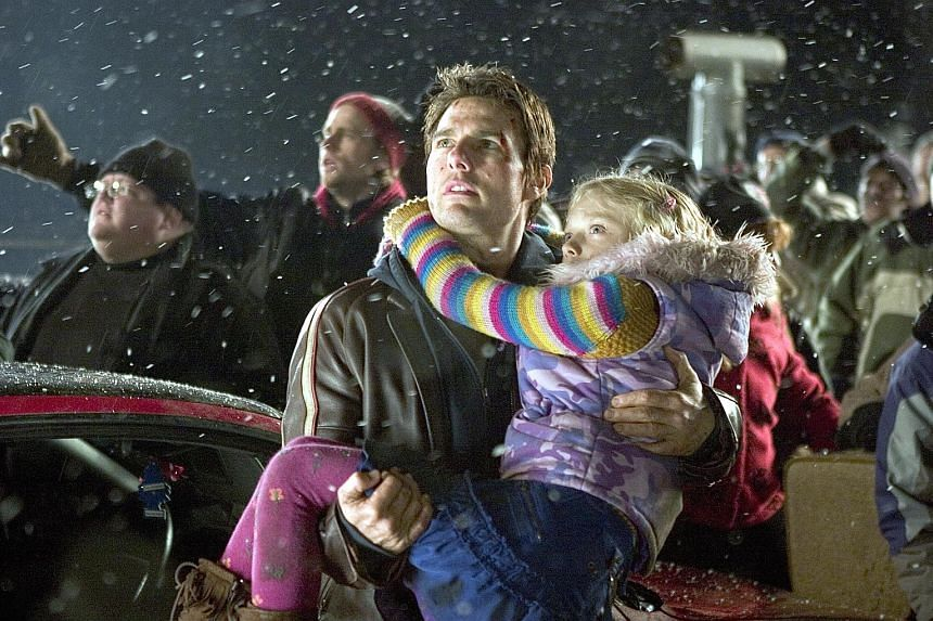 Tom Cruise and Dakota Fanning in the 2005 remake of War Of The Worlds.