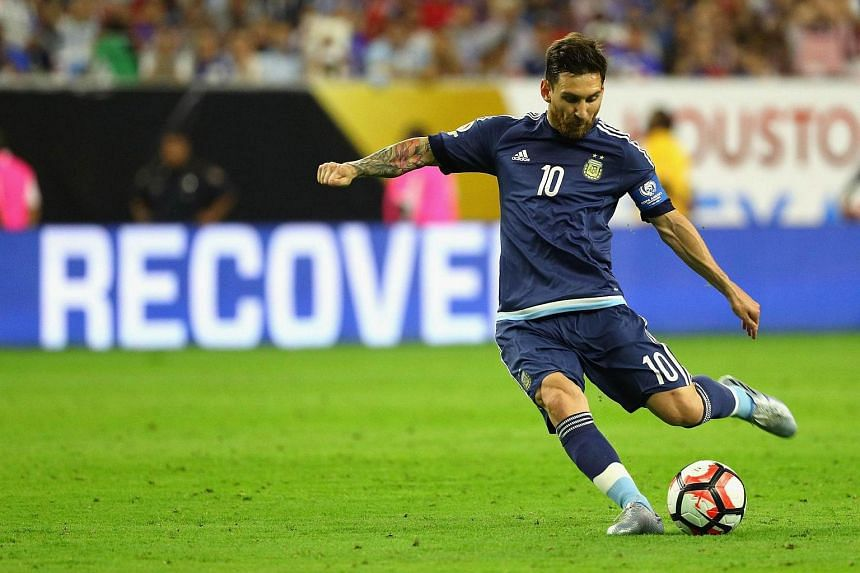 Lionel Messi scores a goal from a free kick against the United States during a 2016 Copa America Centenario Semifinal match.