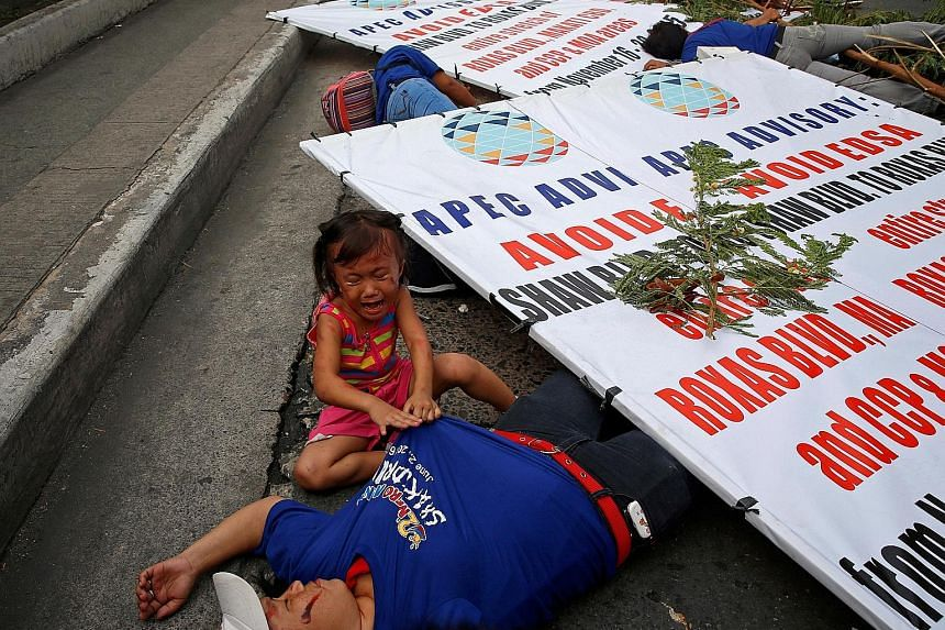 A metrowide earthquake drill held yesterday along the main EDSA highway in Makati, Metro Manila, in the Philippines is a serious exercise for this little girl who cries next to her mother who was recruited to play the role of an earthquake casualty.