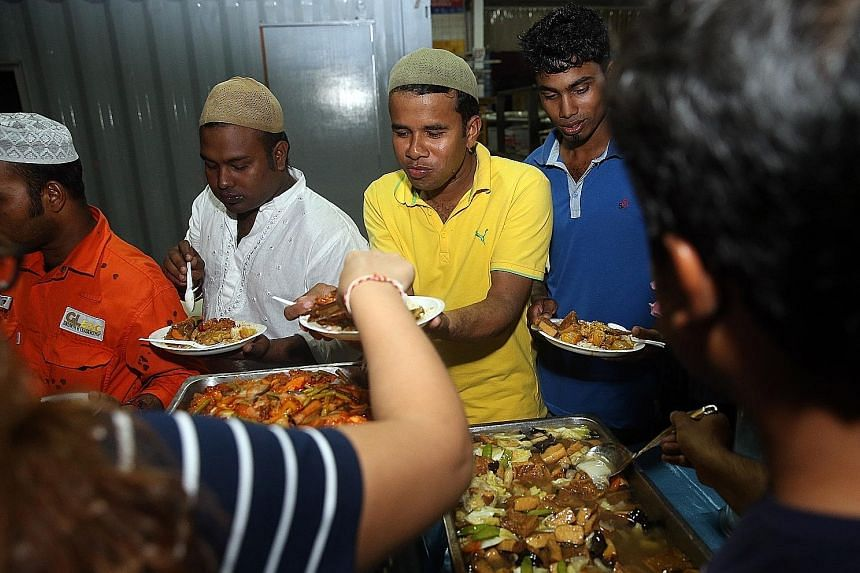A break-fast event was held by GL Engineering and Construction for 39 of its Muslim Bangladeshi workers, as well as more than 30 other non-Muslim staff, yesterday. The event aims to foster closer ties among workers of different backgrounds, says the
