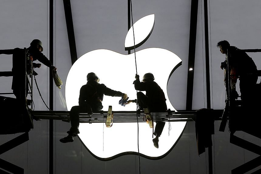 Workers prepare for the opening of an Apple store in Hangzhou, China, on Jan 23, 2015.
