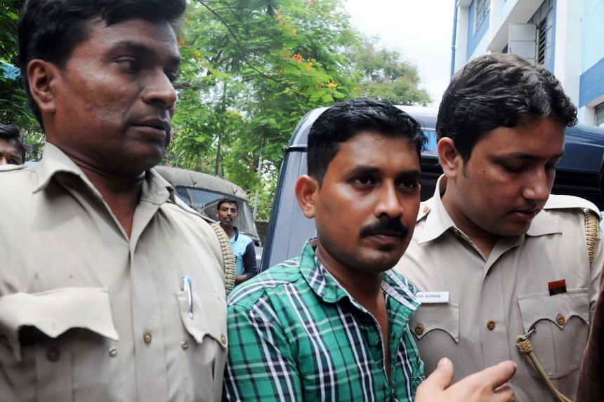 Indian police escort suspected leader of an illegal organ donation racket T Rajkumar Rao (centre) to the Barasat Court, on June 8, 2016.