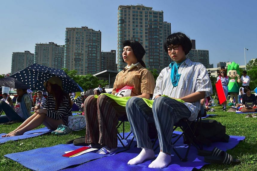 """South Koreans taking part in Seoul's """"space-out"""" competition on May 22, in which participants were required to sit idly for hours without talking, sleeping, eating or using any electronic devices. The competition, which has been running since 2014, i"""