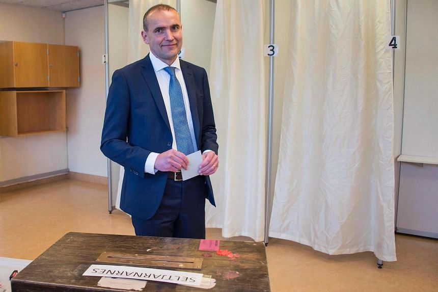 Presidential candidate Gudni Johannesson casts his ballot at a polling station in Reykjavik, on June 25, 2016.
