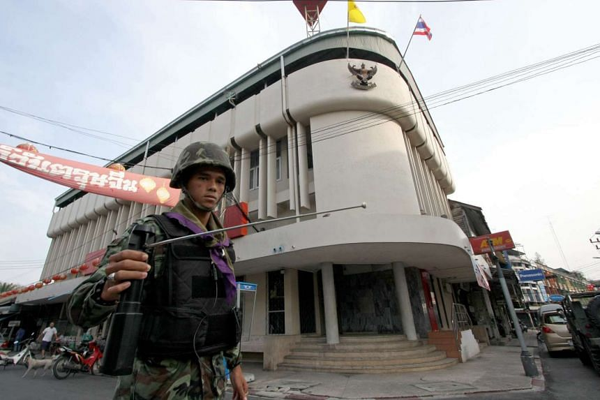 A Thai soldier using a GT200 detector as he patrols the streets of Yala, in Thailand's restive south, on March 2, 2010.