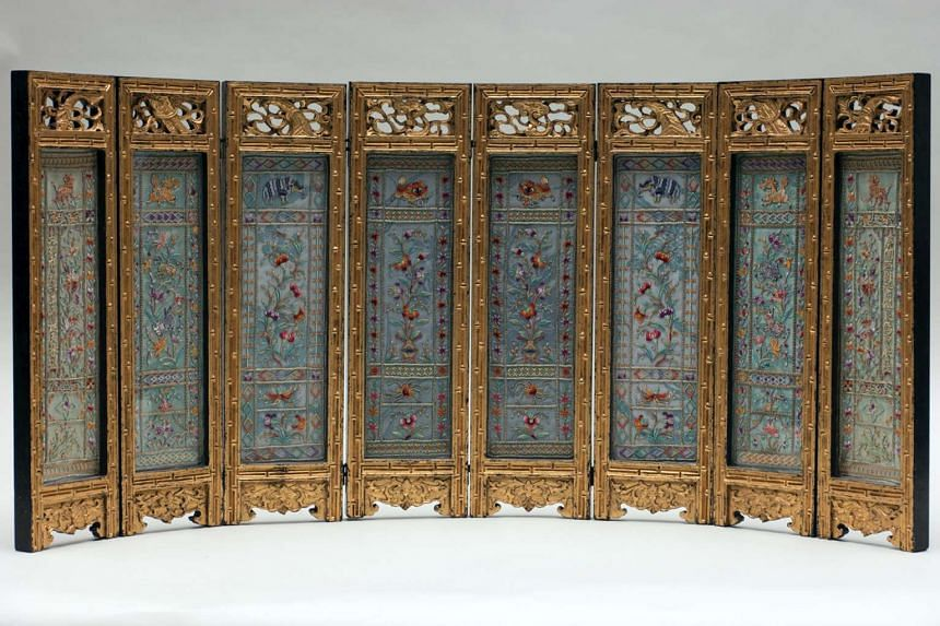 Eight-panel table screen.