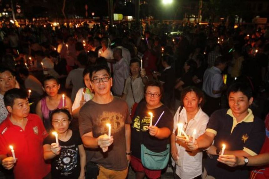 Supporters of Penang Chief Minister Lim Guan Eng holding a candlelight vigil on June 29, 2016 night.