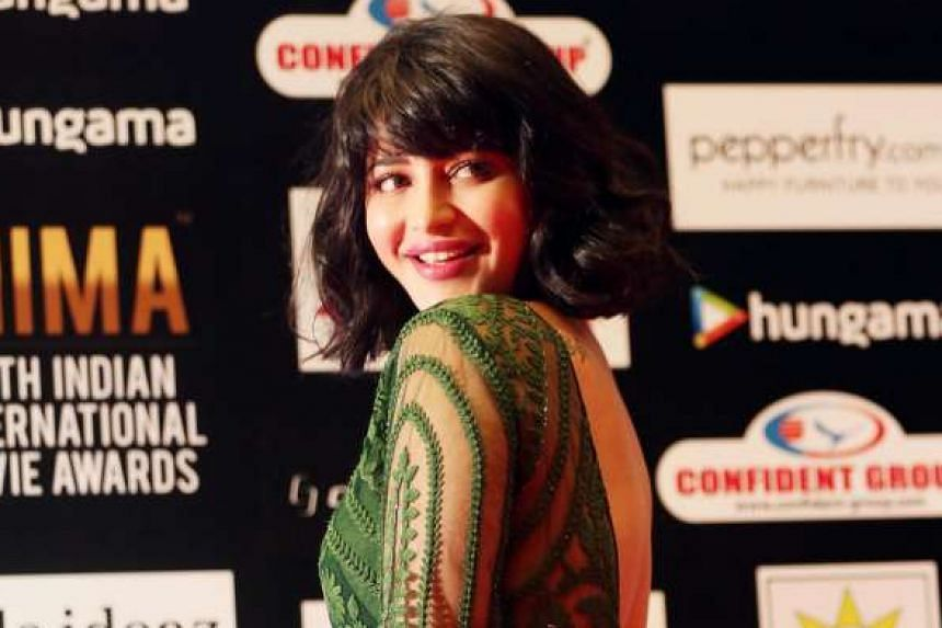 Actress Shruti Haasan on the red carpet at the South Indian International Movie Awards 2016 in Singapore.