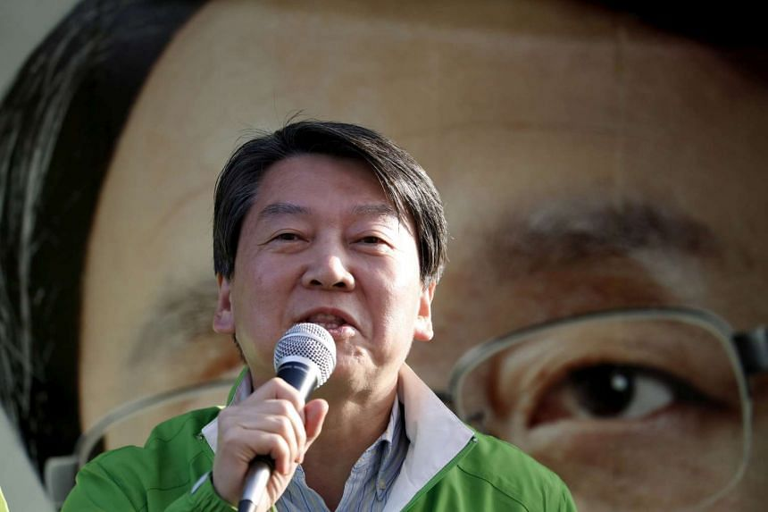 Ahn Cheol Son, People's Party co-chairman, attends a rally in Seoul, South Korea, on April 11, 2016.