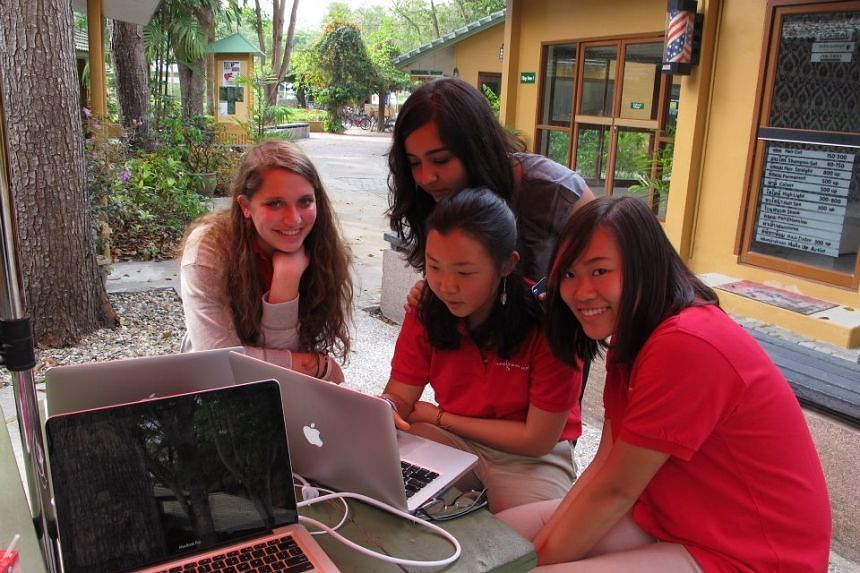 Yuan Kelly (right), with a teacher and classmates in Chiang Mai, Thailand.