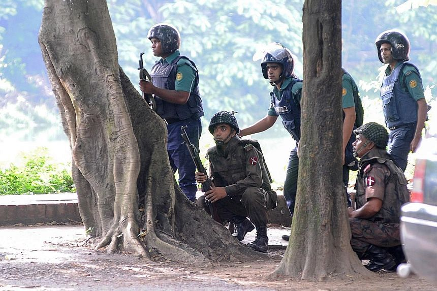 Soldiers taking up their positions near the Holey Artisan Bakery yesterday, after militants embarked on a killing spree at the upscale cafe in Dhaka on Friday night. The attack took place in the Gulshan neighbourhood, which is home to the country's e