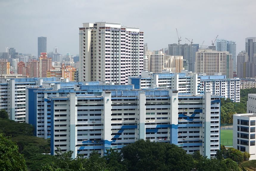The overall fall was due to resale prices of three-room flats falling 0.7 per cent and those of five-roomers falling 0.8 per cent.