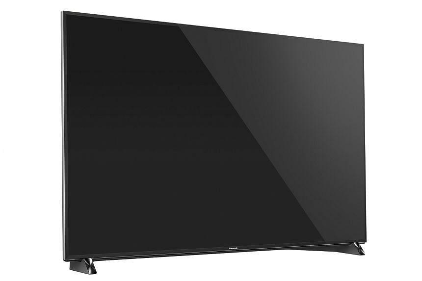 Panasonic says the 65DX900S has a honeycomb filter that helps to reduce light leakage from the backlights.