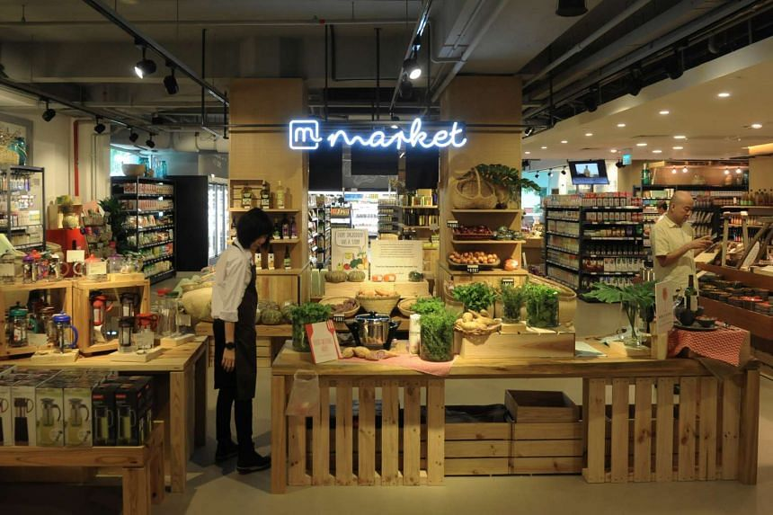 Mahota Commune houses a supermarket selling health food and organic produce, and a restaurant and a cafe serving organic fare.