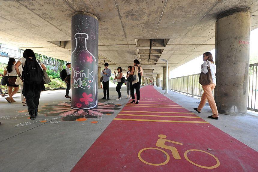 Art seen along the MRT viaduct near Teck Ghee Community Centre.