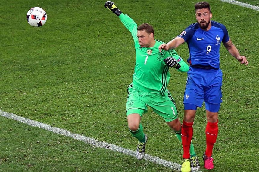 Error No. 2: Goalie Manuel Neuer drops the ball, which led to the second goal.
