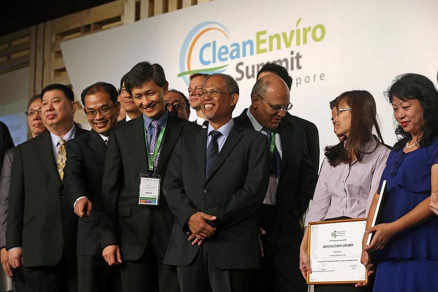 Minister for Environment and Water Resources Masagos Zulkifli taking a group photo with winners of the 3R Packaging Awards.