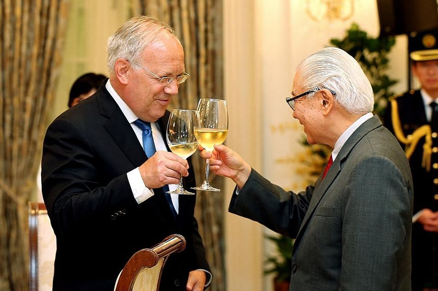 President Tan and Swiss President Schneider- Ammann reaffirmed their countries' commitments to strengthen cooperation. The Swiss President also met other ministers to discuss economic ties.