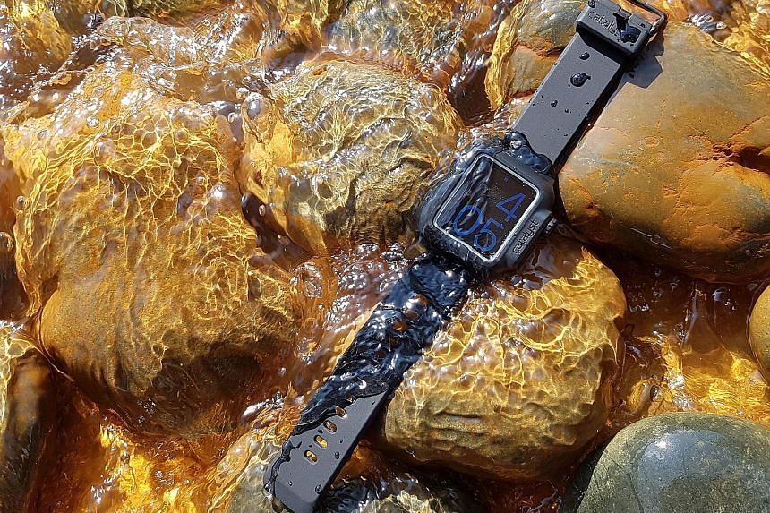 The ruggedness of the Catalyst is tested by being placed under running water for half an hour. The Catalyst Apple Watch Case comprises three parts. It has a hardshell case front, a silicone wrap and a hardshell case back with rubber straps.