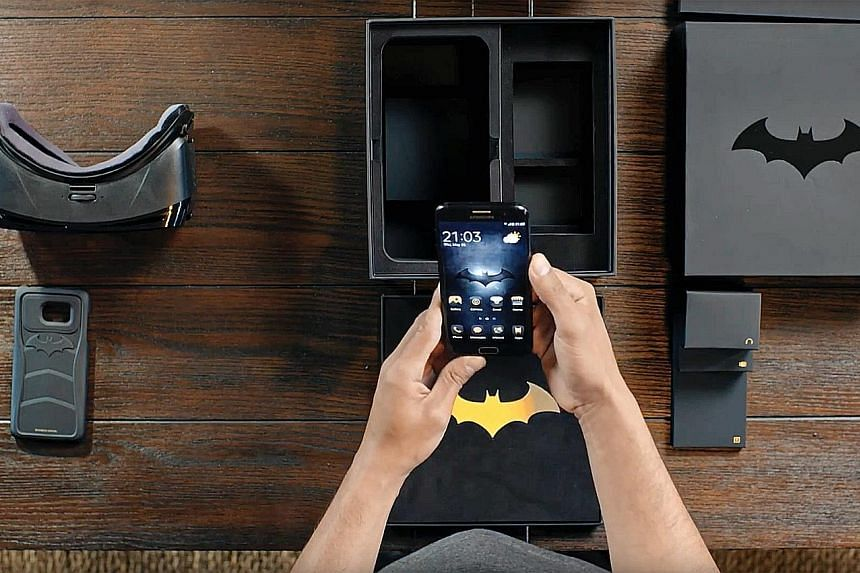 With the Galaxy S7 edge 4G+ Injustice Edition, Samsung has decided to go with the Caped Crusader as the theme.