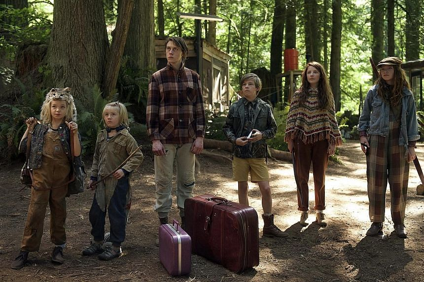 Captain Fantastic's (top from left) Shree Crooks, Charlie Shotwell, George MacKay, Nicholas Hamilton, Samantha Isler and Annalise Basso. The film is directed by Matt Ross (above).