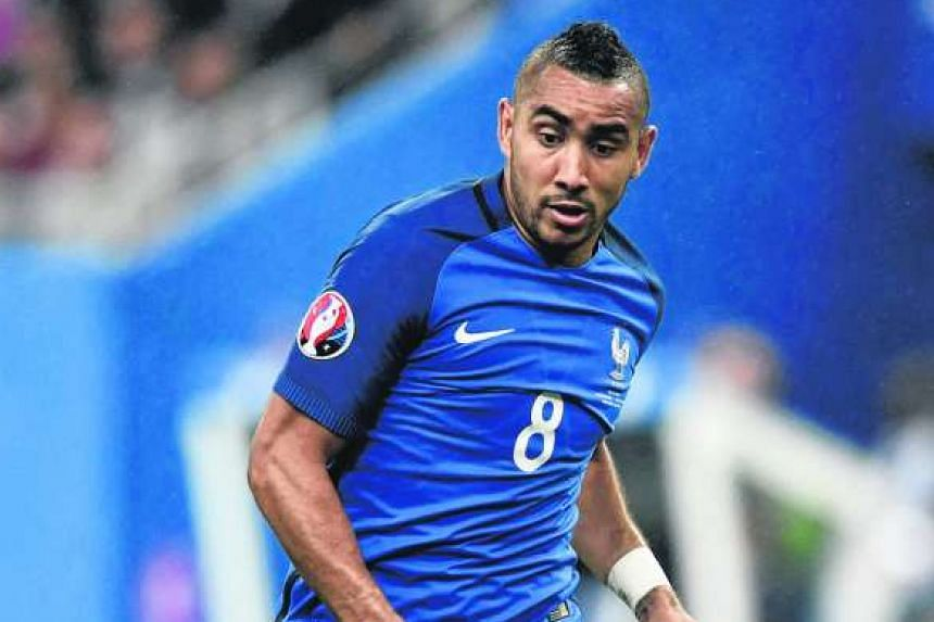 """France playmaker Dimitri Payet has said that he is """"100 per cent staying"""" with West Ham."""