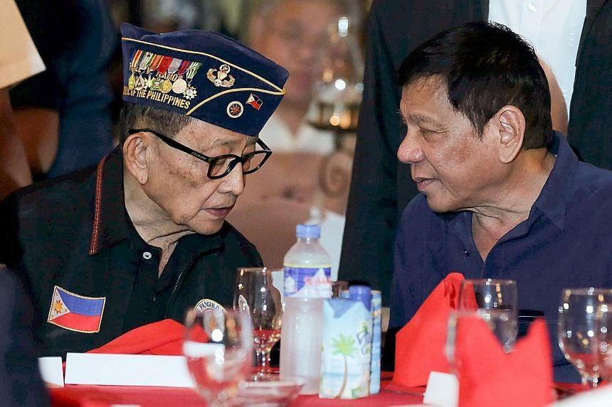 Philippine President Rodrigo Duterte (right) announced on Thursday that he would like to send former president Fidel Ramos (left) to China to start diplomatic talks after the South China Sea ruling.