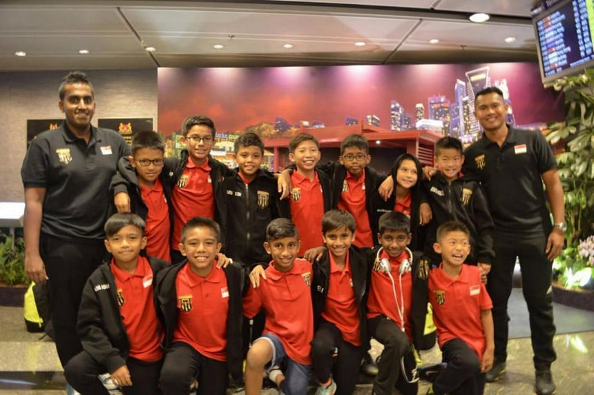 A group shot of the academy contingent at Changi Airport before they departed for Istanbul.