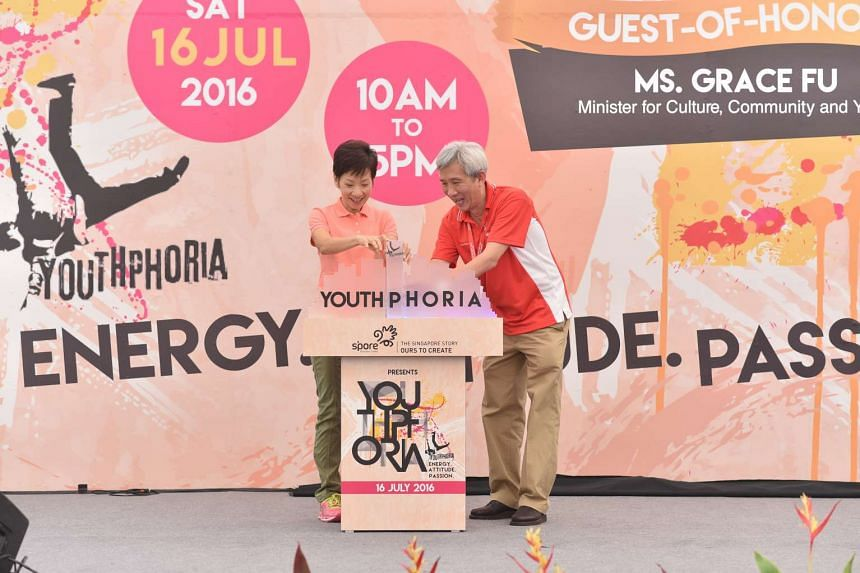 Guest-of-Honour, Minister Grace Fu and Executive Directore, BG (RET) Lowrence Chua launched the YOUTHphoria event at Singapore Discovery Centre on July 16, 2016.