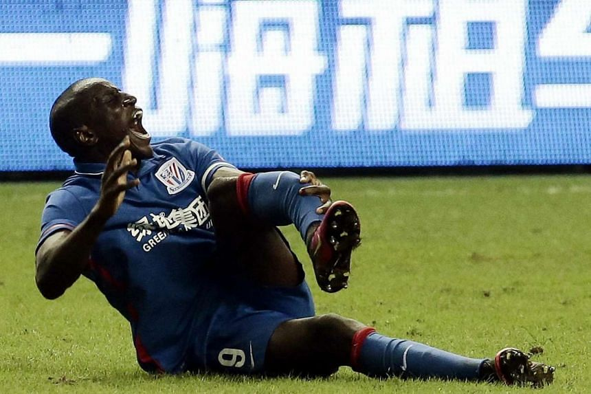 Demba Ba reacts after breaking his leg during the 17th round football match of the Chinese Super League against Shanghai SIPG, on July 17, 2016.