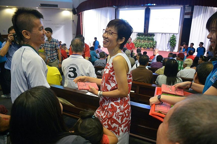 Among the recipients was Mr Loo Lian Pung, 52, who received a hongbao containing $20 and a $20 NTUC voucher from Ms Fu.
