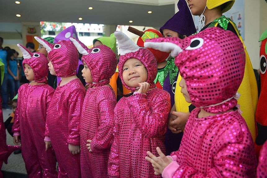 Dressed in shimmery costumes, about 30 kindergarten children yesterday got more than 200 needy senior citizens from Yuhua constituency on their feet and exercising.