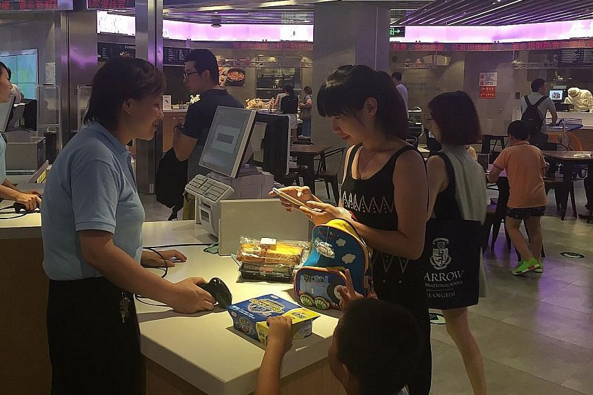 Customers of this new supermarket in Shanghai must use Alipay, Alibaba's online payment platform, for their purchases.