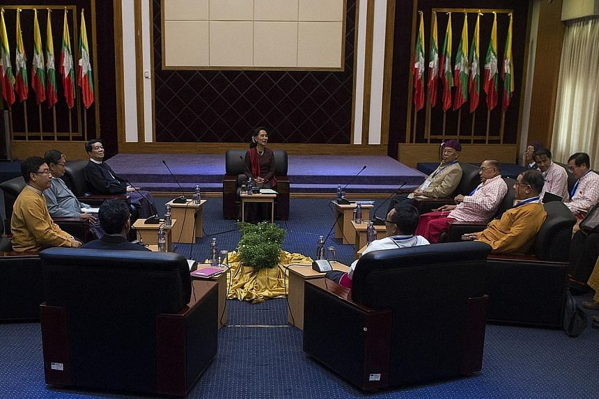 Ms Suu Kyi (centre) discussing the possibility of a ceasefire agreement with the heads of various ethnic-minority militia groups.