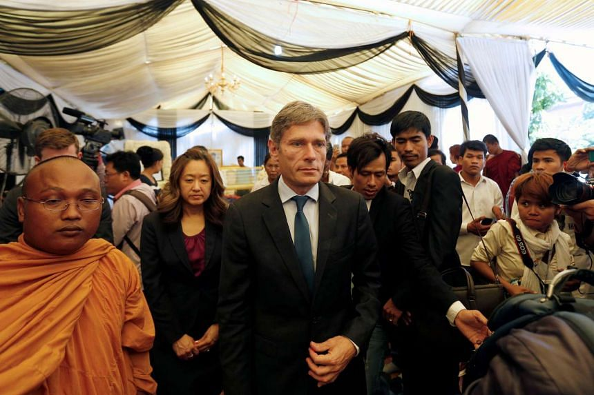 US rights envoy Tom Malinowski leaving the wake of activist Kem Lay, after paying his respects, in Phnom Penh on July 19, 2016.