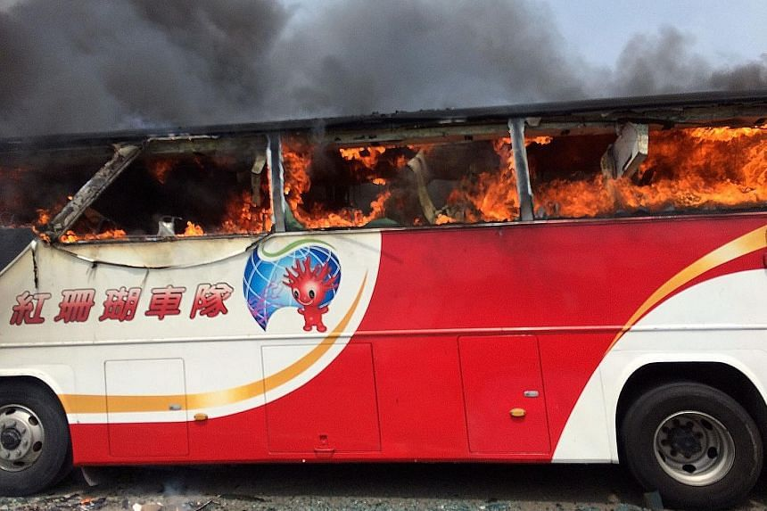 The bus, which was carrying tourists from mainland China, caught fire and crashed on its way to Taoyuan airport yesterday.