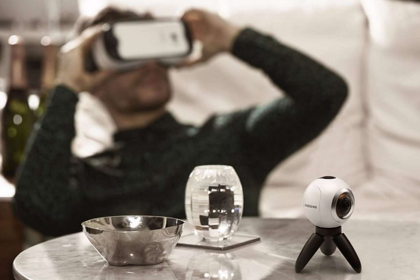 The Gear 360 is a logical consequence after Samsung introduced its Gear VR virtual reality headset.