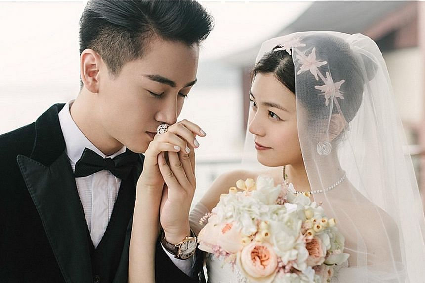 Taiwan star Michelle Chen and Chinese actor Chen Xiao held their wedding at Yanqi Hotel on Yanqi Lake on Tuesday.